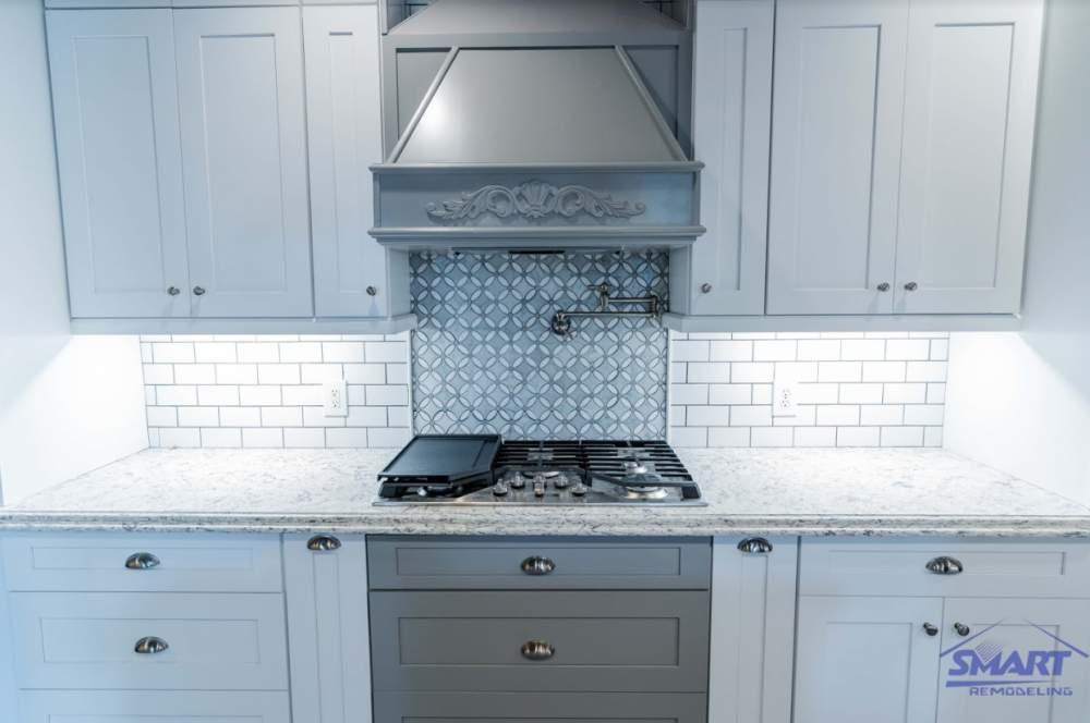 ​When buying a range hood, there are certain things to consider.
